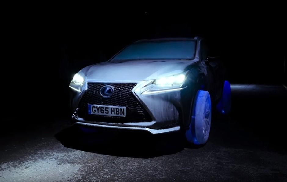 Vidéo : un Lexus NX à roues de glace dans les rues de Londres