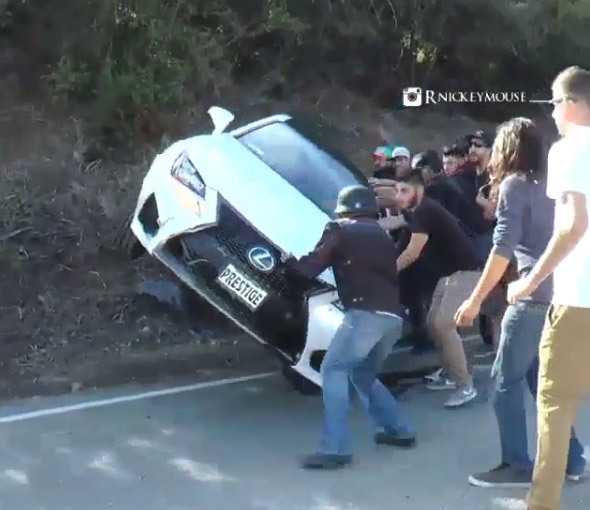 Papa, j'ai crashé la Lexus RC F (vidéo)