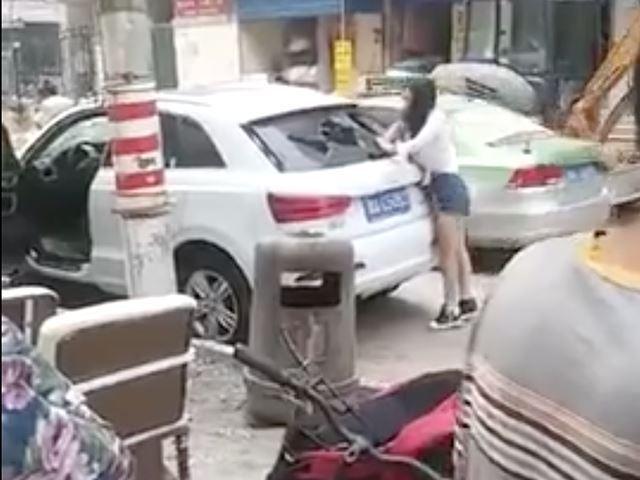 Vidéo : elle détruit minutieusement son Audi Q3