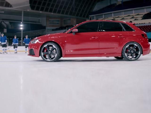 Quand une Audi RS3 joue au hockey sur glace