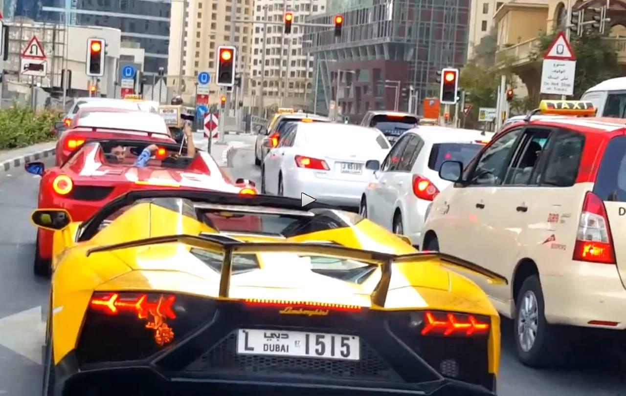 Vidéo : la Lamborghini en flammes... pour un selfie