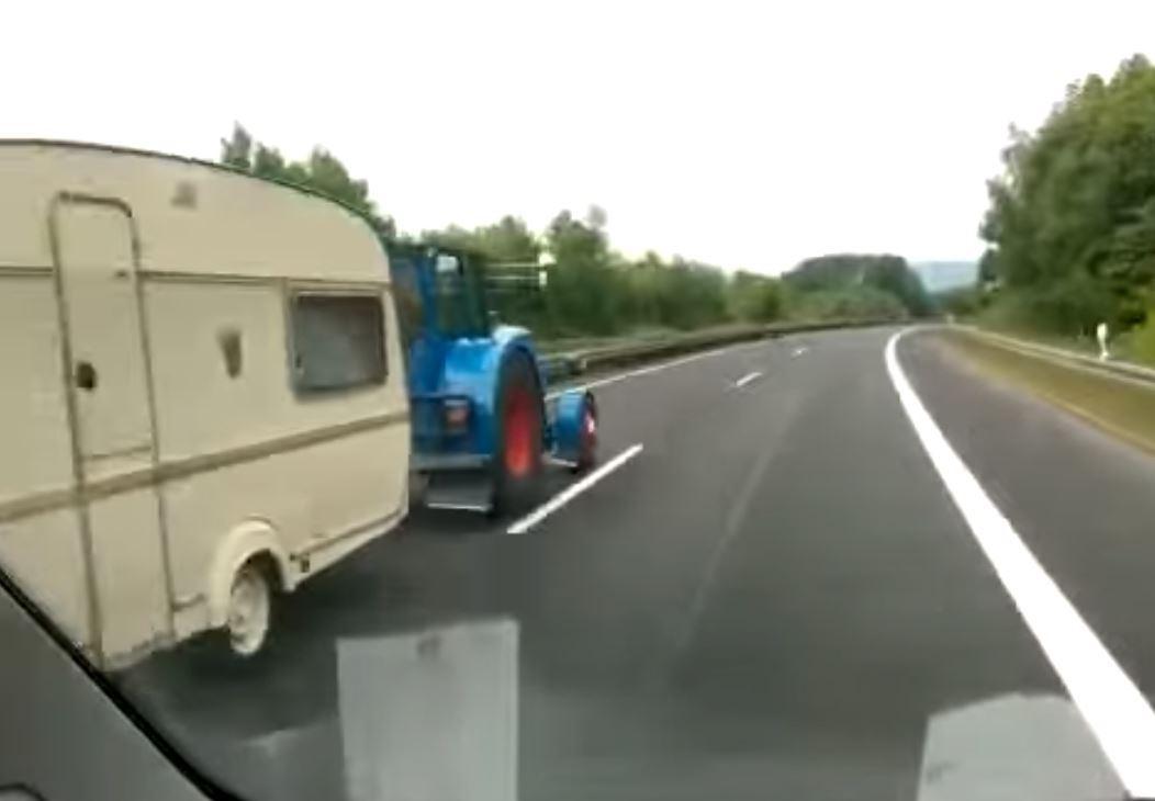 Doublé sur l'autoroute par un tracteur !