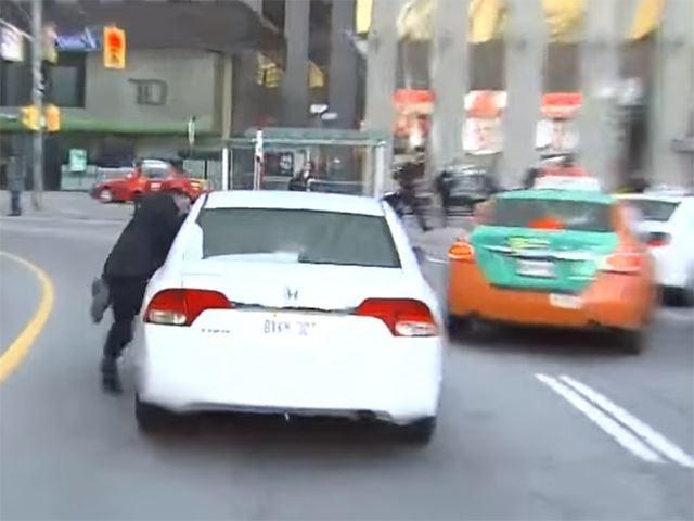 Uber vs taxis, ça chauffe à Toronto