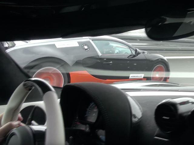 Koenigsegg vs Bugatti : duel à 350 km/h !