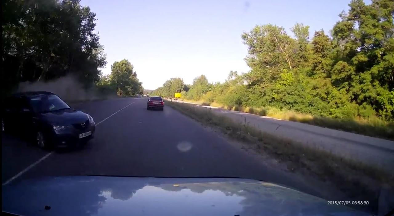 Vidéo : un Mitsubishi Pajero envoyé en tonneaux par une simple Mazda3