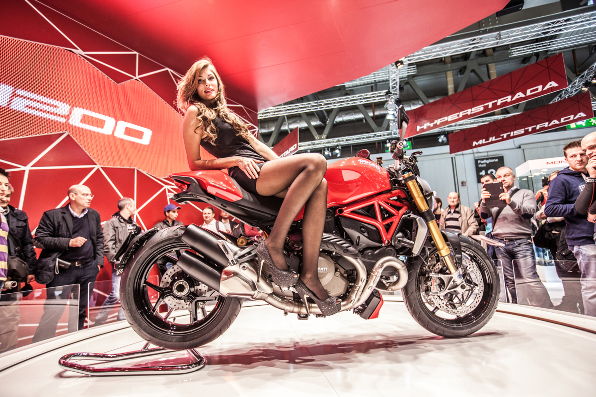 Photos salon de la moto de milan 2013 1 re photo 31auto for Hotesse salon moto
