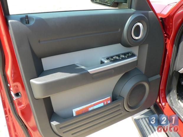 galerie photos dodge nitro l 39 alternative dodge 1 re photo 31auto. Black Bedroom Furniture Sets. Home Design Ideas