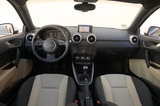 Fiche technique audi a1 2 0 tdi 143ch fap s line l 39 for Interieur q3 s line