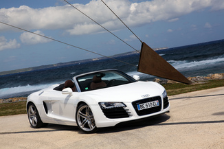 fiche technique audi r8 spyder i spyder 5 2 v10 fsi r tronic 2010. Black Bedroom Furniture Sets. Home Design Ideas