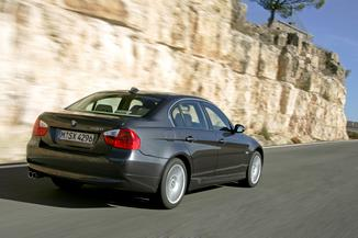 fiche technique bmw serie 3 v e90 320d confort 2007. Black Bedroom Furniture Sets. Home Design Ideas