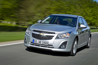 fiche technique chevrolet cruze 1 7 vcdi 131ch ltz s s 4p l 39. Black Bedroom Furniture Sets. Home Design Ideas