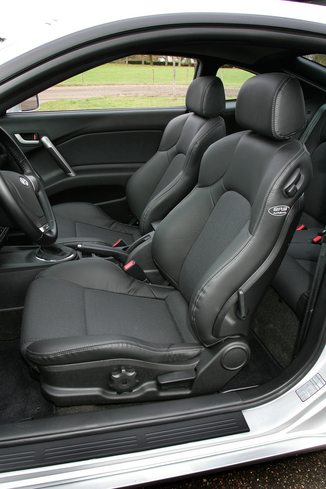 fiche technique hyundai coupe ii 2 7 v6 pack luxe l 39. Black Bedroom Furniture Sets. Home Design Ideas