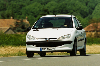 achat voiture peugeot 206 diesel 2000 euros. Black Bedroom Furniture Sets. Home Design Ideas