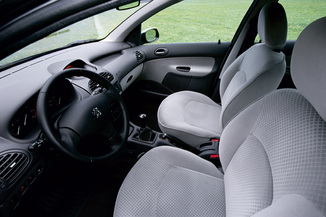 fiche technique peugeot 206 2 0 hdi xt premium 5p l 39. Black Bedroom Furniture Sets. Home Design Ideas