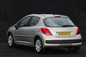 Fiche technique    Peugeot       207    14 HDi70    Trendy    5p  L argusfr