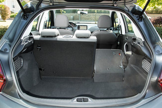 fiche technique peugeot 208 1 6 bluehdi 75ch like 5p l 39. Black Bedroom Furniture Sets. Home Design Ideas