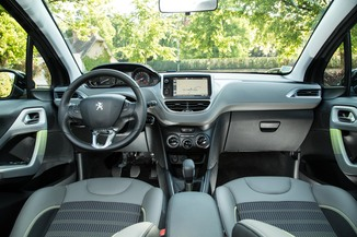 fiche technique peugeot 208 1 2 puretech 110ch allure business s s 5p l 39. Black Bedroom Furniture Sets. Home Design Ideas