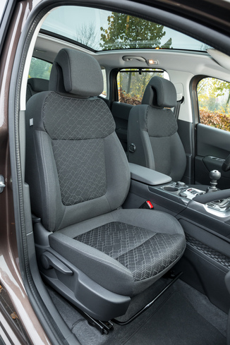 Fiche technique peugeot 3008 1 6 hdi115 fap allure l for Interieur 3008 allure