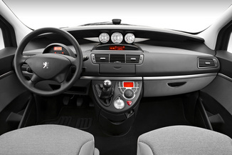 Fiche technique peugeot 807 i 2 0 hdi136 fap family 2012 for Interieur 807 peugeot