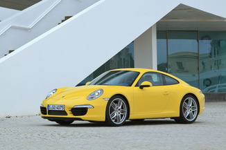 PORSCHE 911 Coupe Carrera 4S
