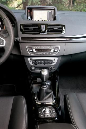 Fiche technique renault megane iii b95 1 5 dci 110ch fap dynamique edc eco l 39 - Megane 3 coupe gris cassiopee ...
