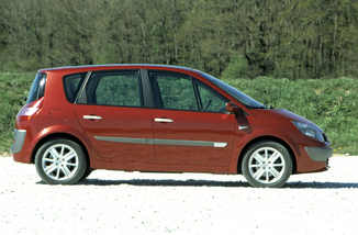fiche technique renault scenic ii 1 6 16v sport dynamique 2004. Black Bedroom Furniture Sets. Home Design Ideas