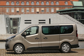 fiche technique renault trafic combi iii j82 l1 1 6 dci 125ch energy life 9 places l 39. Black Bedroom Furniture Sets. Home Design Ideas