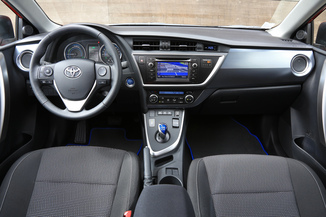 fiche technique toyota auris touring sports hsd 136h business l 39. Black Bedroom Furniture Sets. Home Design Ideas