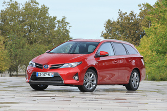 TOYOTA Auris Touring Sports HSD 136h Dynamic