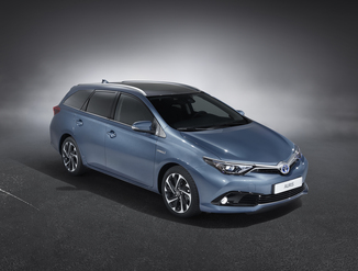 TOYOTA Auris Touring Sports HSD 136h Design