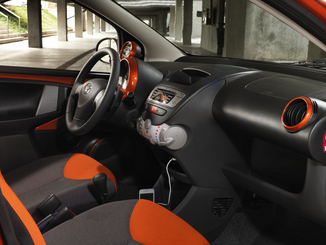 fiche technique toyota aygo 1 0 vvt i 68ch dynamic 5p l 39. Black Bedroom Furniture Sets. Home Design Ideas