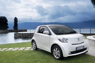 fiche technique toyota iq i 100 vvt i iconic pack multidrive 2014. Black Bedroom Furniture Sets. Home Design Ideas