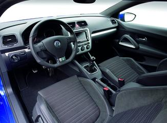 fiche technique volkswagen scirocco 1 4 tsi 160ch sportline dsg7 l 39. Black Bedroom Furniture Sets. Home Design Ideas