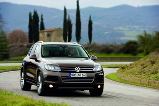 fiche technique volkswagen touareg ii 3 0 v6 tdi 245ch bluemotion fap carat 4motion tiptronic. Black Bedroom Furniture Sets. Home Design Ideas