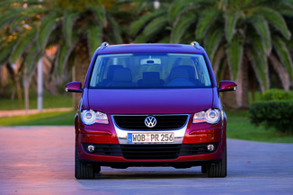 fiche technique volkswagen touran 2 0 tdi 140ch confortline 7 places l 39. Black Bedroom Furniture Sets. Home Design Ideas