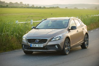 fiche technique volvo v40 cross country d3 150ch momentum business geartronic l 39. Black Bedroom Furniture Sets. Home Design Ideas