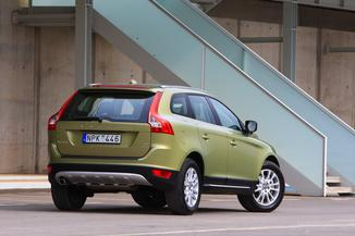 fiche technique volvo xc60 i d5 205ch awd x nium fap geartro 2010. Black Bedroom Furniture Sets. Home Design Ideas