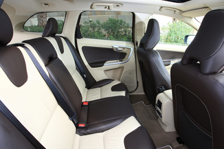 fiche technique volvo xc60 d5 awd 215ch r design geartronic l 39. Black Bedroom Furniture Sets. Home Design Ideas