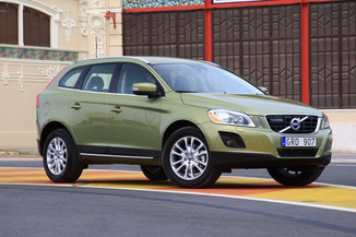 fiche technique volvo xc60 d5 awd 215ch xenium geartronic l 39. Black Bedroom Furniture Sets. Home Design Ideas