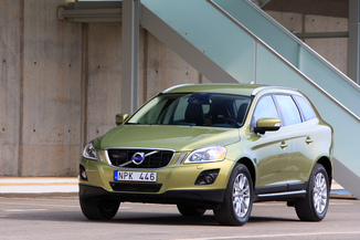 fiche technique volvo xc60 d3 awd 163ch summum geartronic l 39. Black Bedroom Furniture Sets. Home Design Ideas