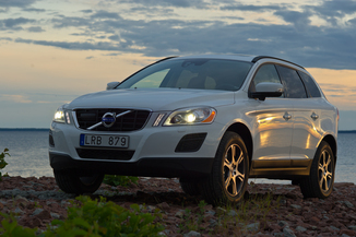 fiche technique volvo xc60 d4 awd r design geartronic l 39. Black Bedroom Furniture Sets. Home Design Ideas