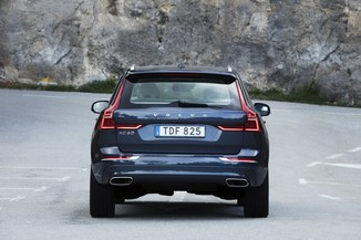 fiche technique volvo xc60 ii t6 awd 320ch r design geartronic l 39. Black Bedroom Furniture Sets. Home Design Ideas
